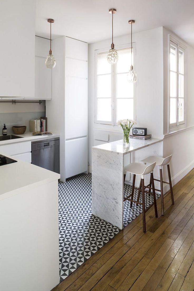 Escolha um revestimento arrojado para algum detalhe da cozinha.
