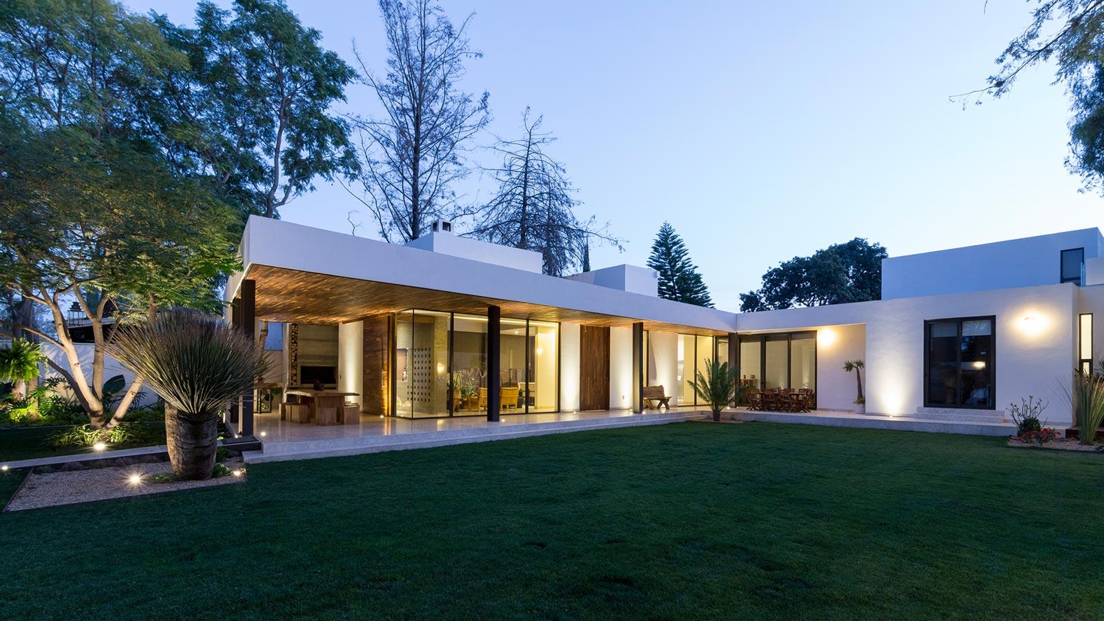 Casas em l 63 projetos com plantas e fotos para se inspirar - Fotos de casas en forma de l ...