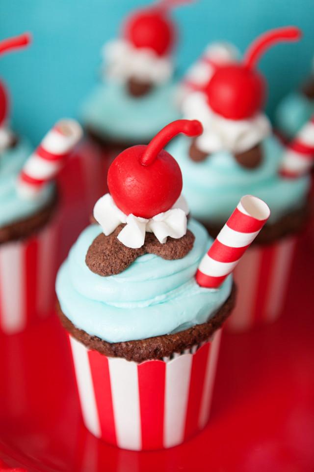 Cupshake: um cupcake em forma de milk-shake.