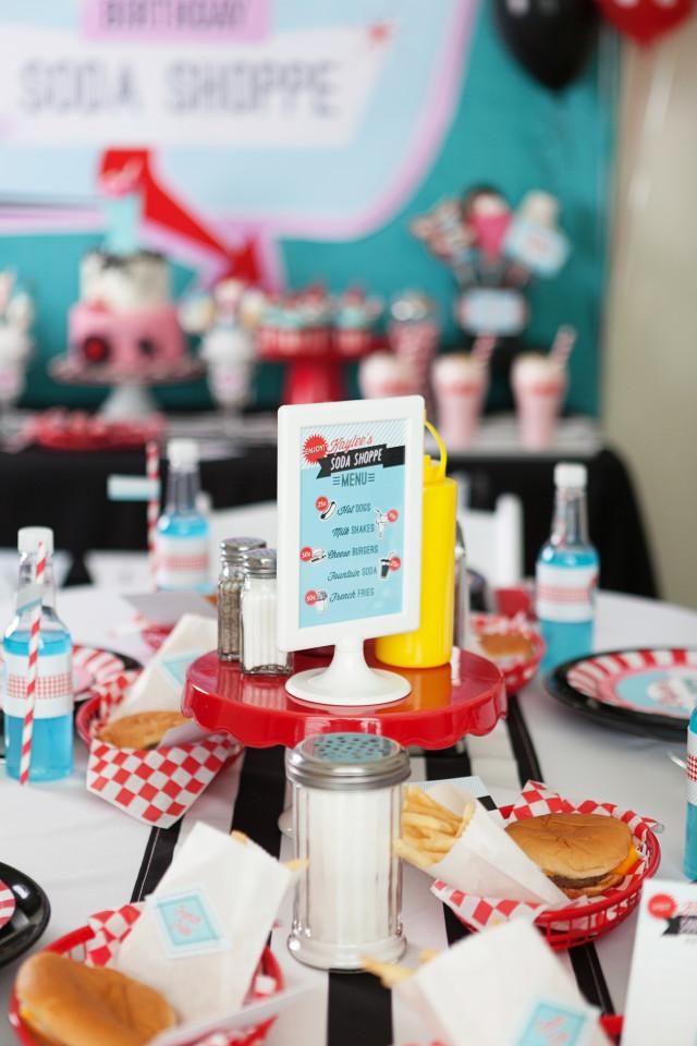 Uma mesa vibrante chama a atenção da criançada na hora da refeição!
