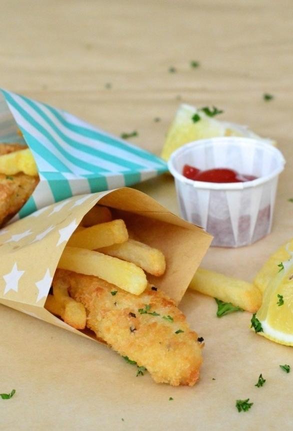 Festa retrô: comidas com f<em>ish and chips.