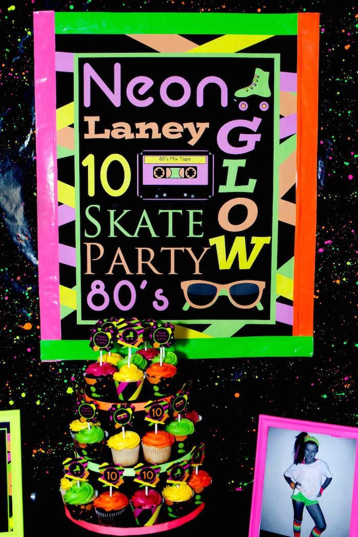 Decoração festa anos anos 80 ploc: uma junção do 80, 90, neon e brega.