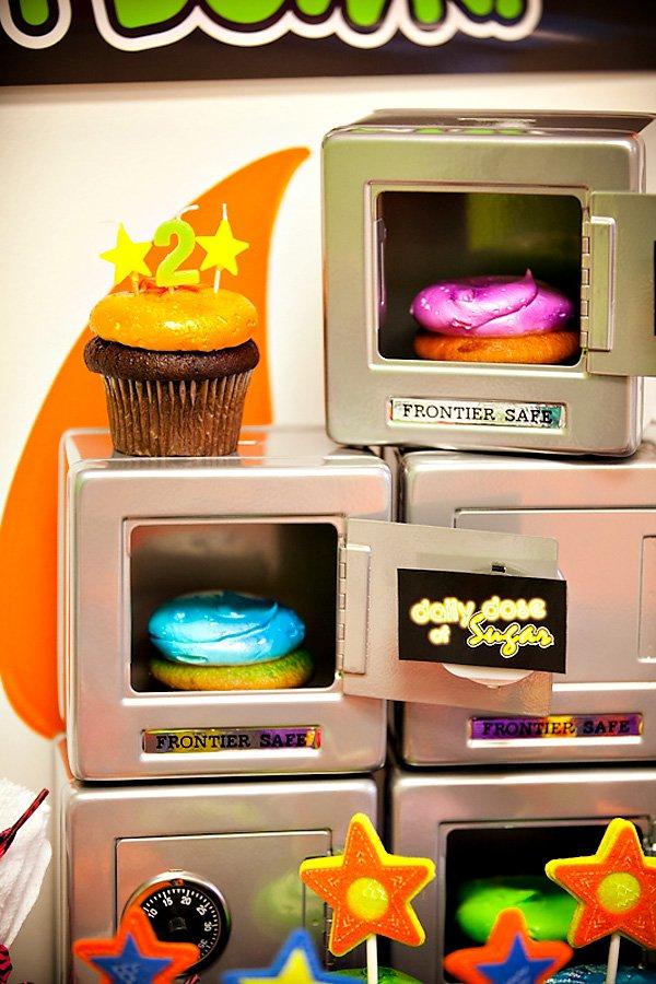 Cardápio festa anos 80: olha os cupcakes saindo do forno!