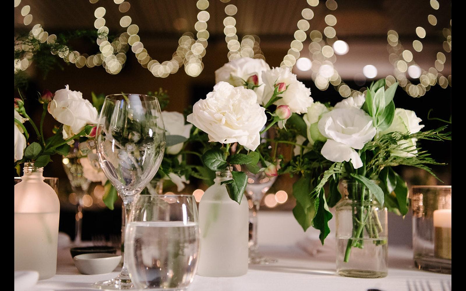 Enfeites De Mesa De Casamento 60 Ideias E Fotos De Inspira O -> Enfeites De Fotos