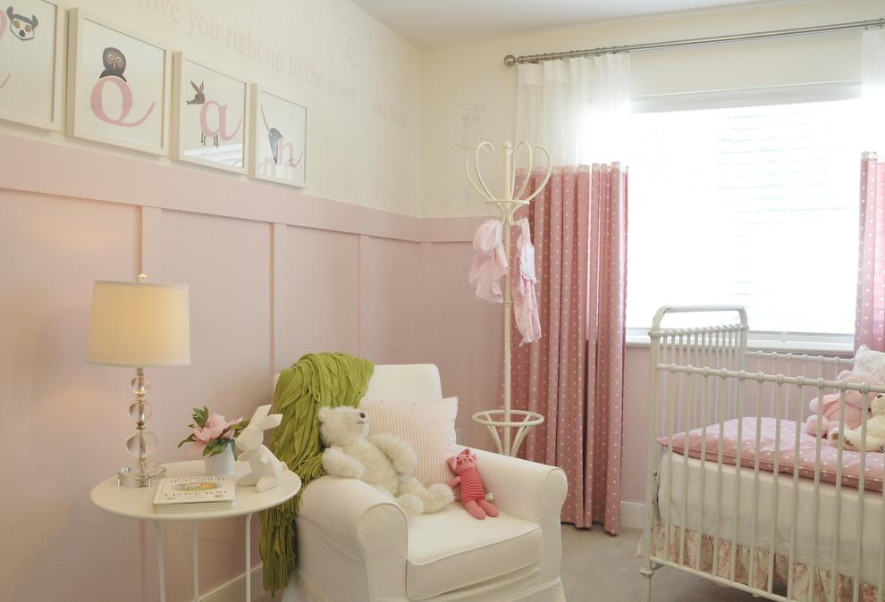 Quarto de bebe com tons de rosa