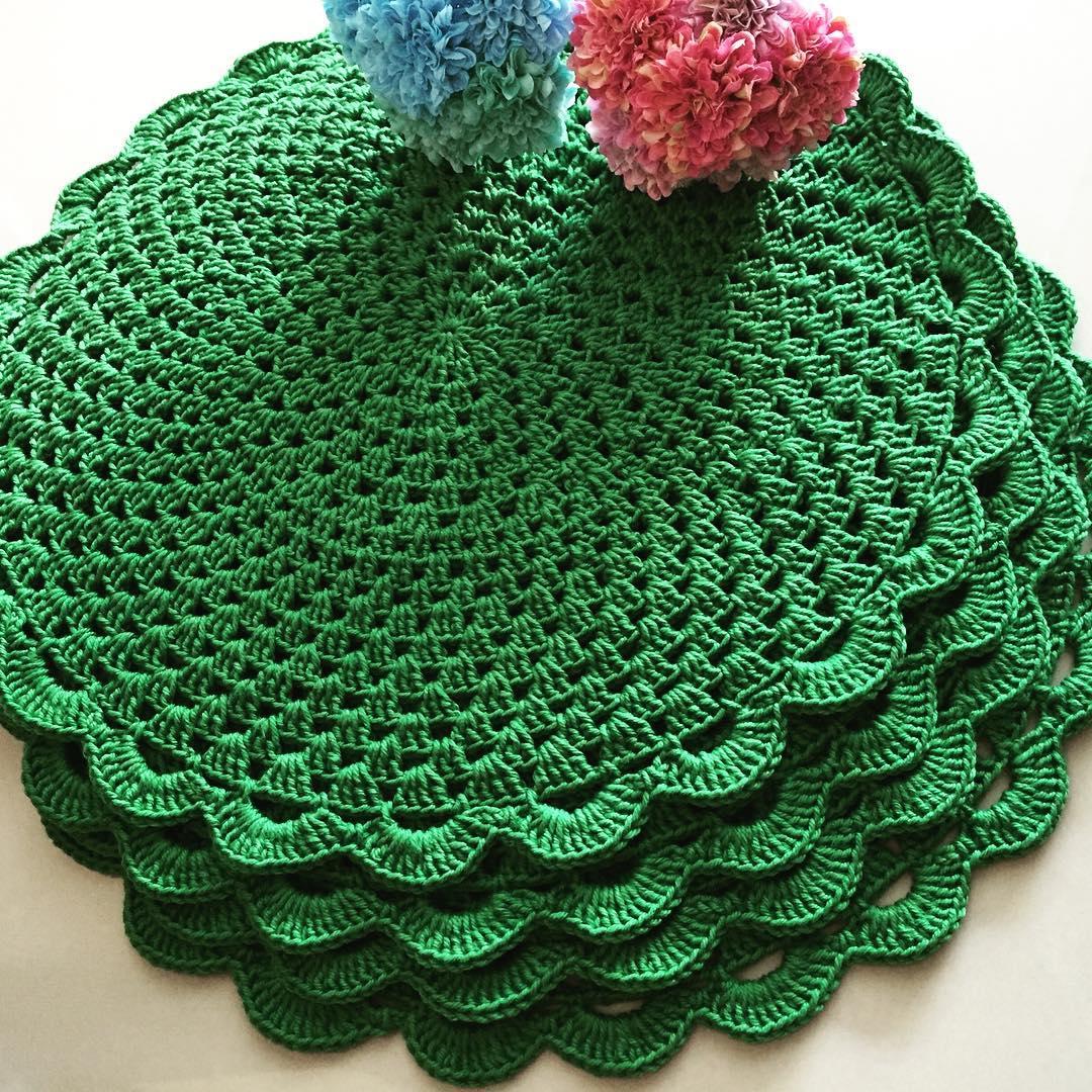 Outra cor tendência e que chama a atenção na mesa é o verde.