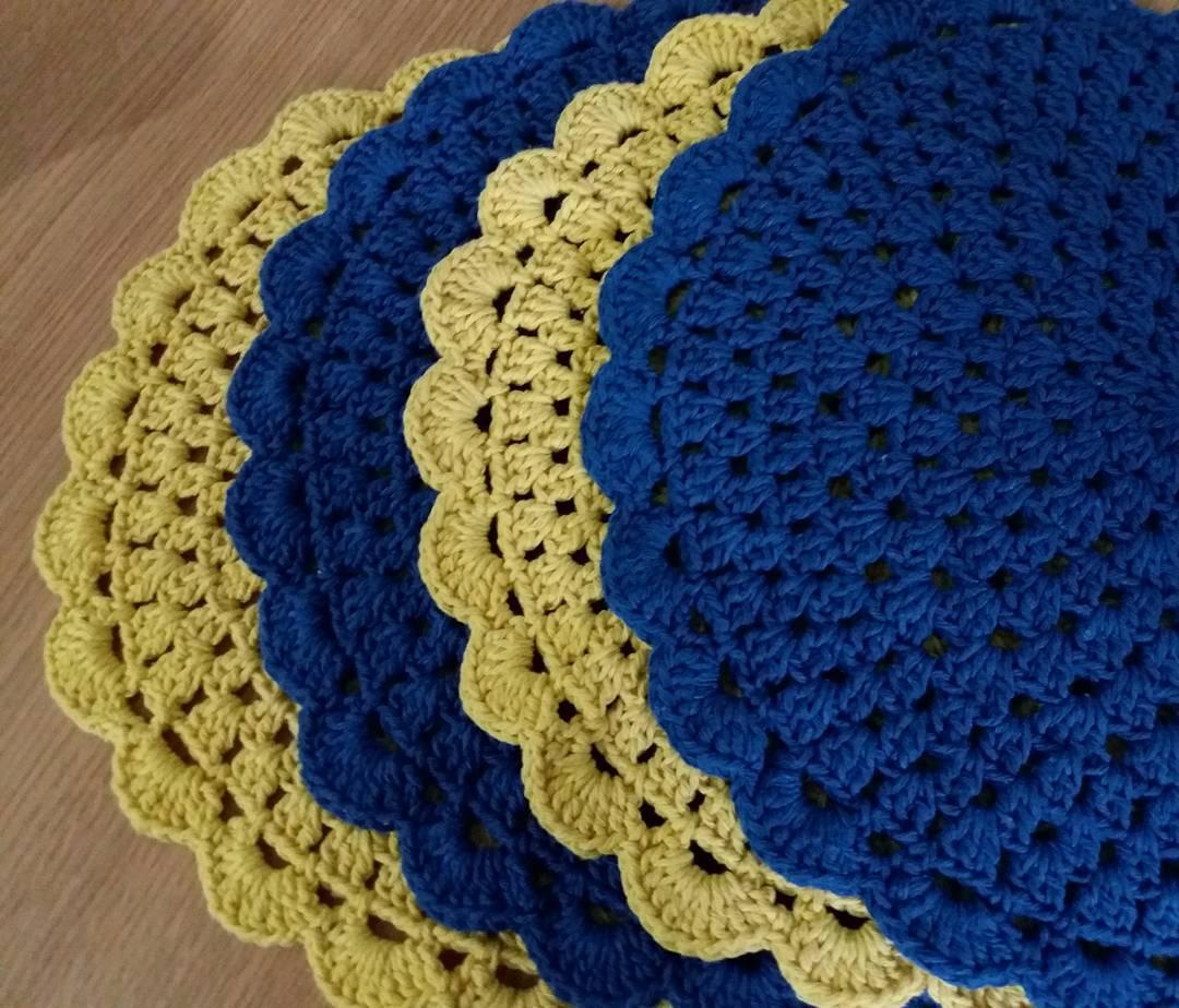 Faça um jogo com cores diferentes, aqui foi utilizado o amarelo e o azul.