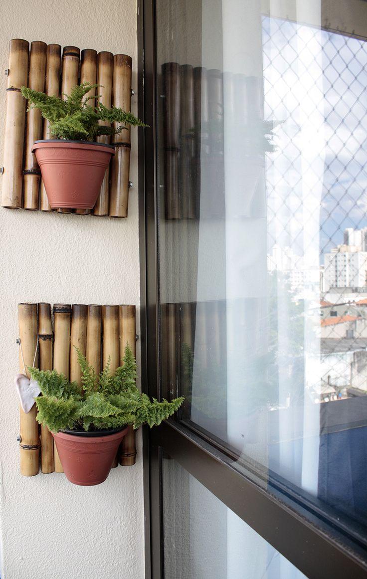A base de bambu serviu perfeitamente para encaixar os vasos de plantas