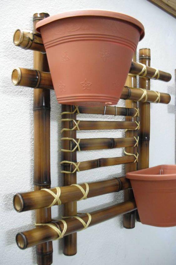 Suporte de bambu para vasos