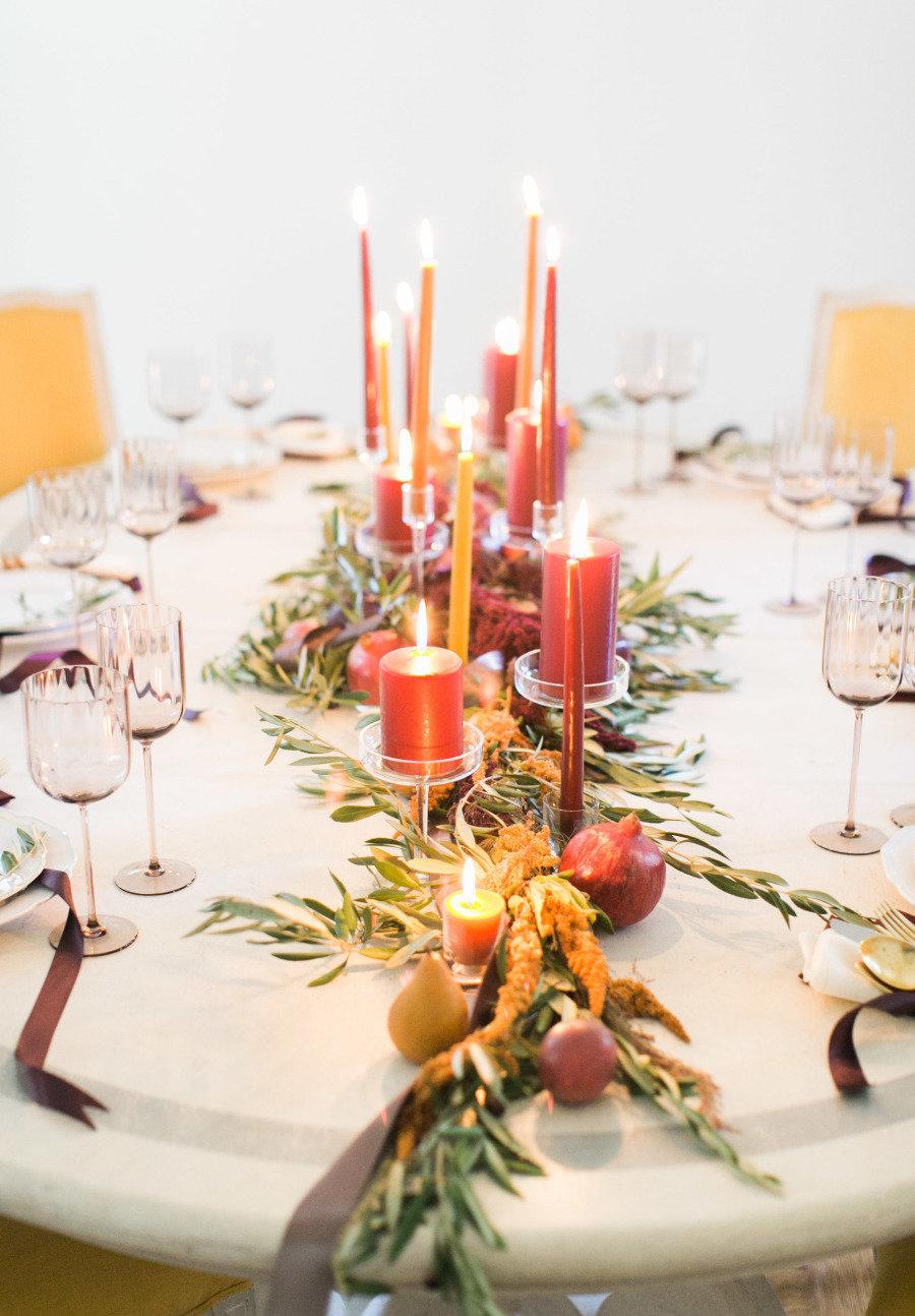 Enfeites de natal com velas para mesa.