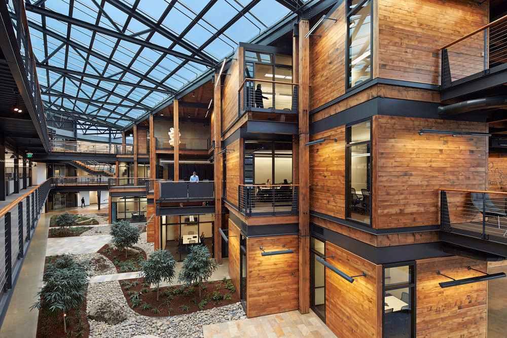 Na edificações, o telhado de vidro possui uma ótima função