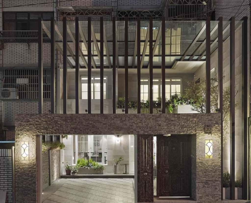 A própria estrutura do vidro cria um desenho de fachada moderno e dinâmico