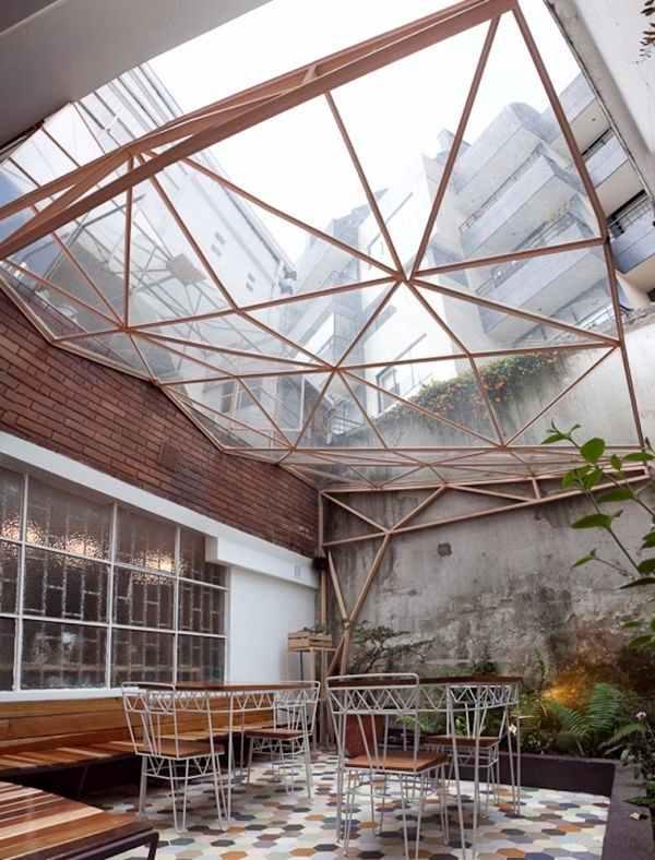Brinque com as formas e os volumes no desenho do telhado de vidro