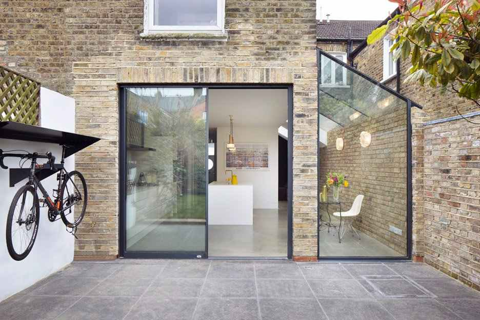 Leve mais funcionalidade no corredor lateral da casa