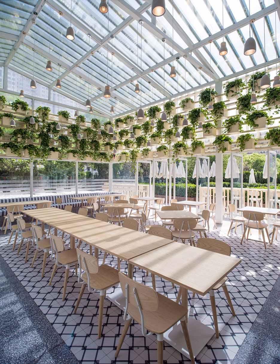 As luminárias podem ser embutidas na própria estrutura do telhado de vidro