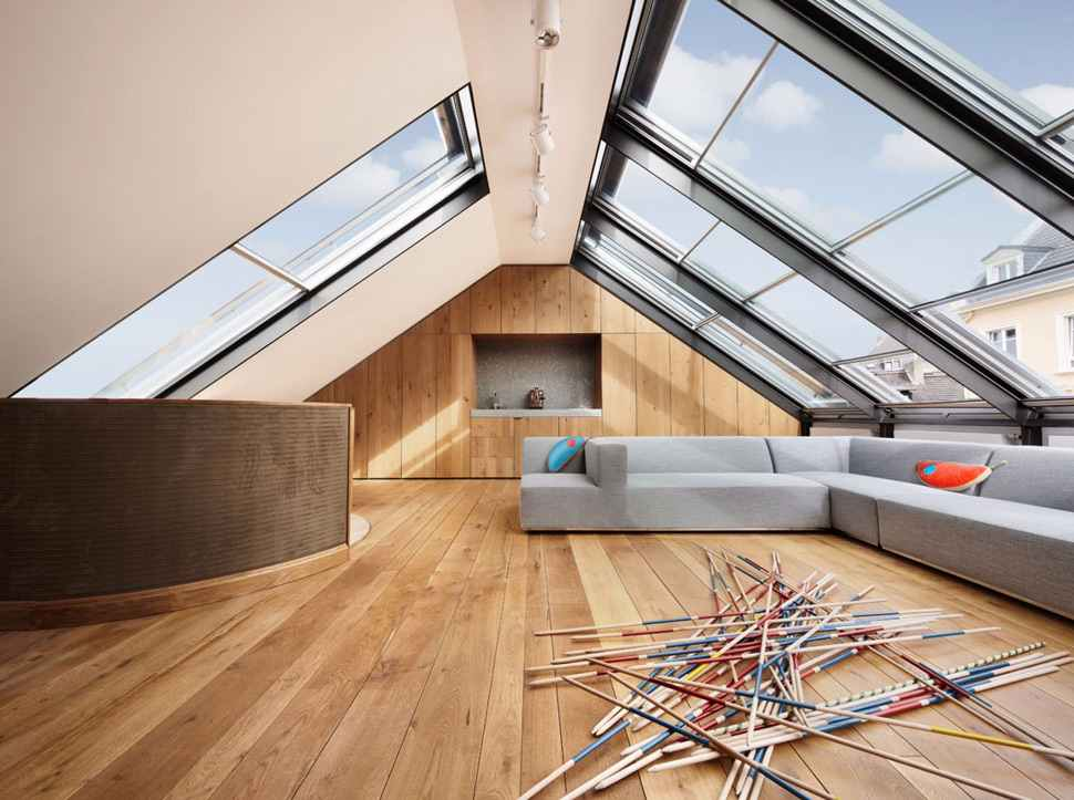 O telhado de vidro deixa o ambiente muito mais aconchegante e convidativo