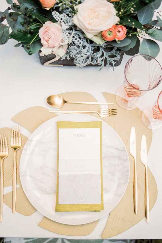 Decoraçao de casamento dourado e rosa.