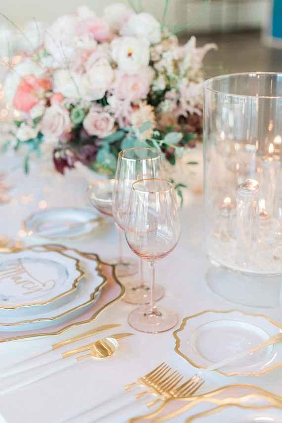 Decoração de casamento dourado e rosa chá.