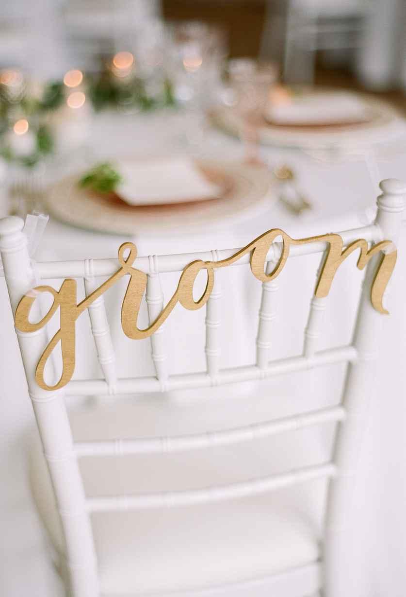 A vez do noivo: dourado no encosto da cadeira.