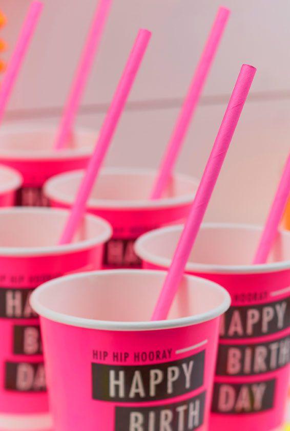 Copos neon para festa