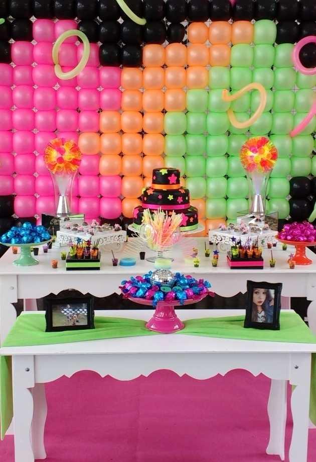 Decoração Neon para festa de 15 anos