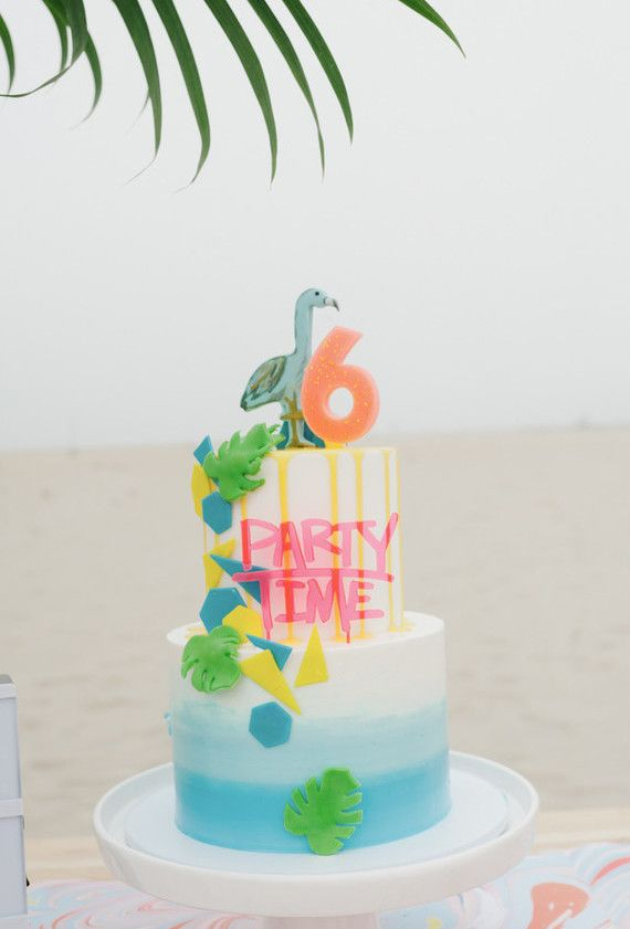 Bolo de aniversário neon