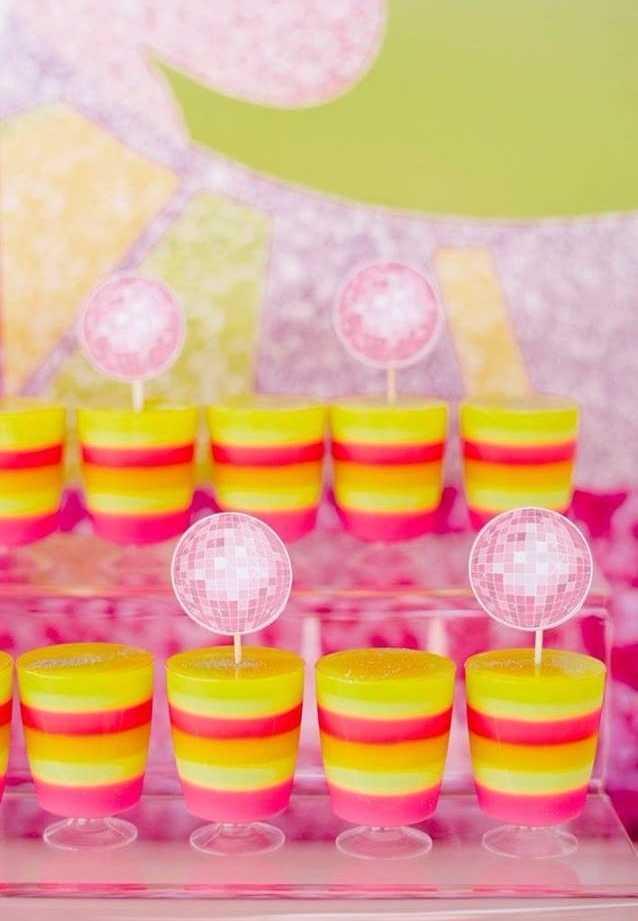 Refresque e hidrate bem os convidados após se esbaldarem na pista de dança!