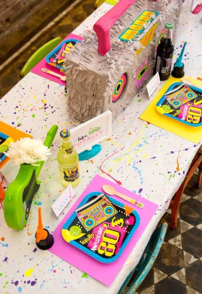 Festa Neon: resgate os tons característicos e o clima dos anos 80 e compartilhe com a criançada!