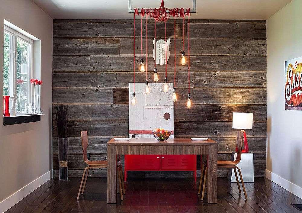 Detalhe do ambiente anterior com destaque para a continuidade entre a parede e o piso em madeira.