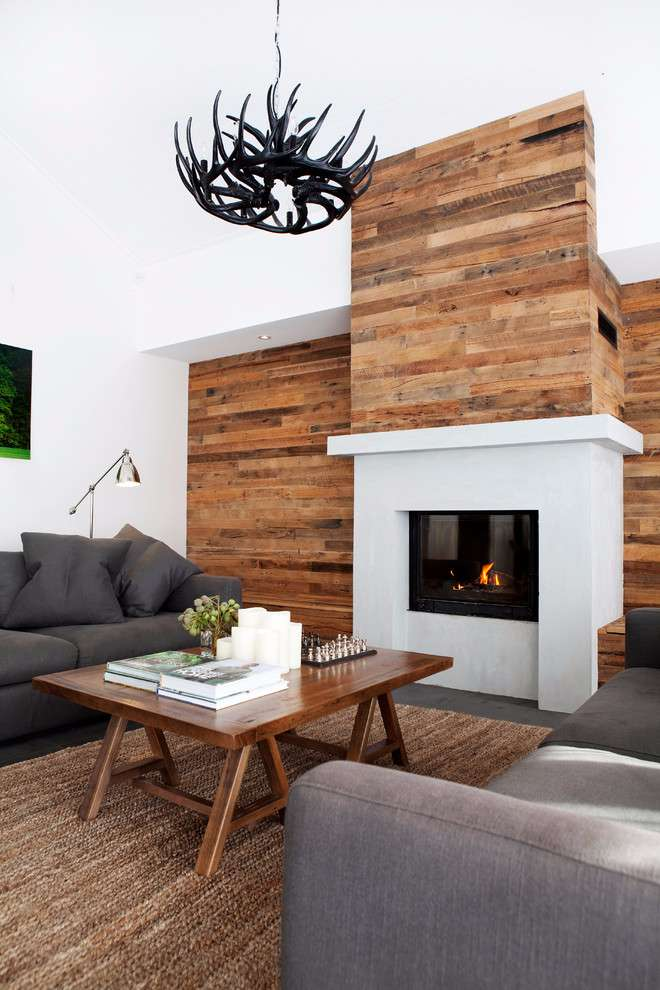 Quebre a monotonia com os detalhes naturais da madeira na decoração da parede.