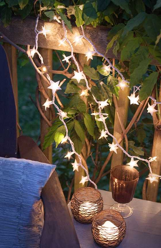 Iluminação para área externa noturna com pisca pisca