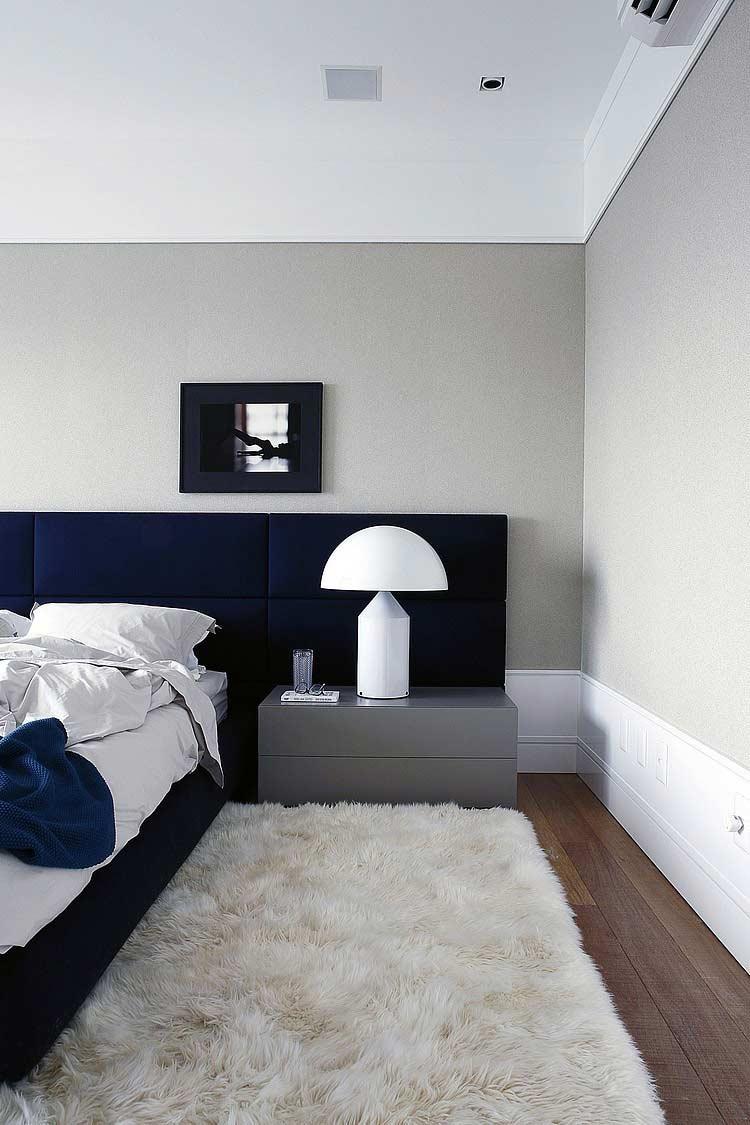 Quarto com combinação entre o azul e o cinza