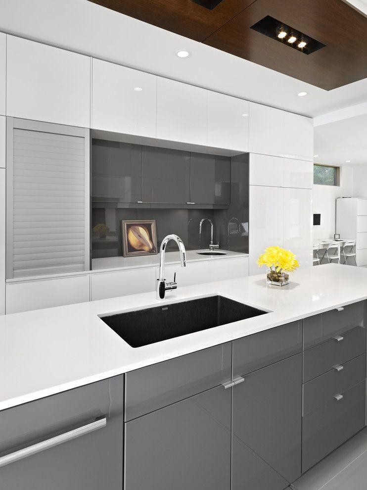 Efeito brilhante em materiais da cozinha