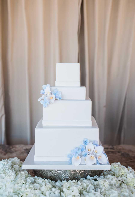 Modelo de bolo de noivado quadrado