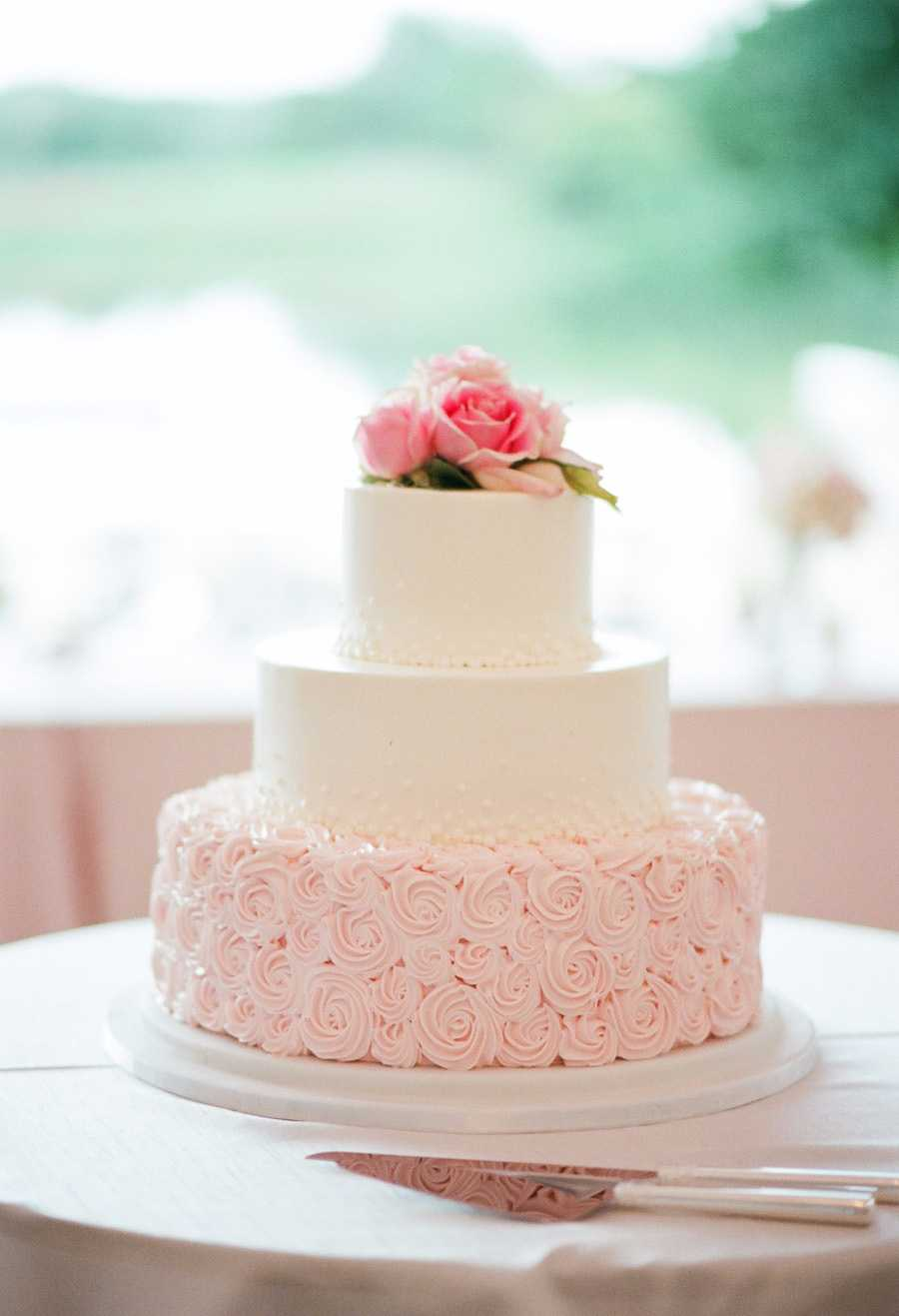 Decoração com bico de confeiteiro em formato de rosas
