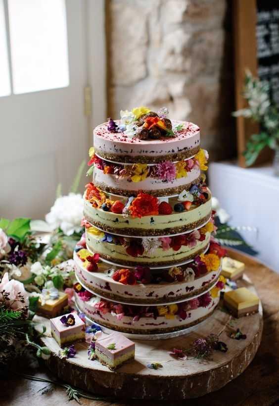 Tudo junto e misturado na decoração do bolo