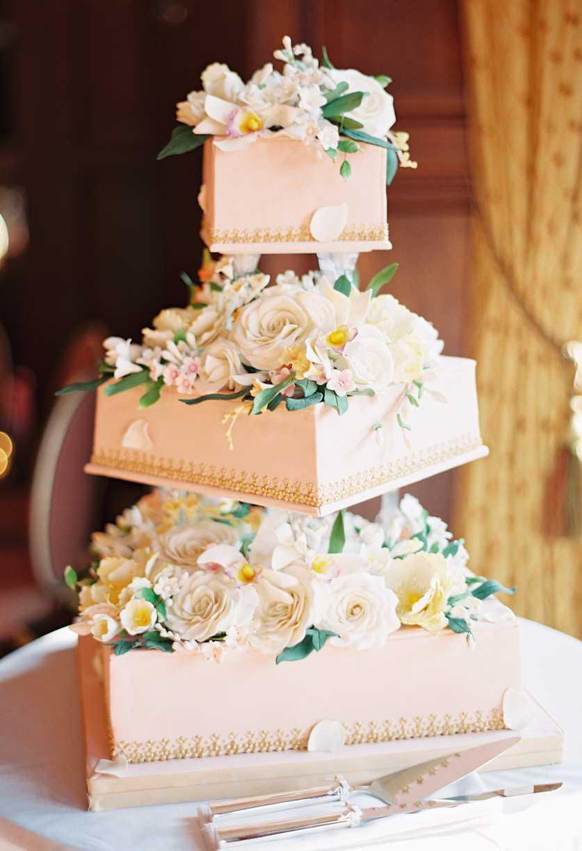 Modelo de bolo desconstruído para noivado