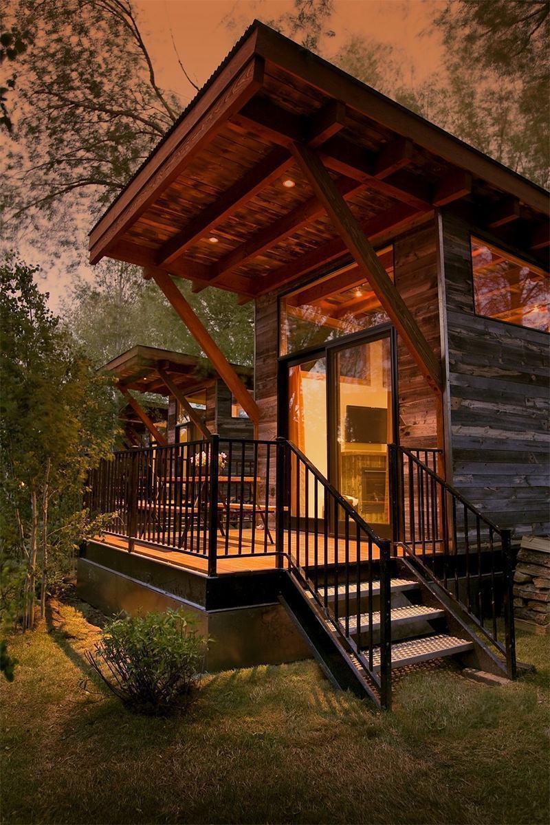Modelo de casa colonial com madeira