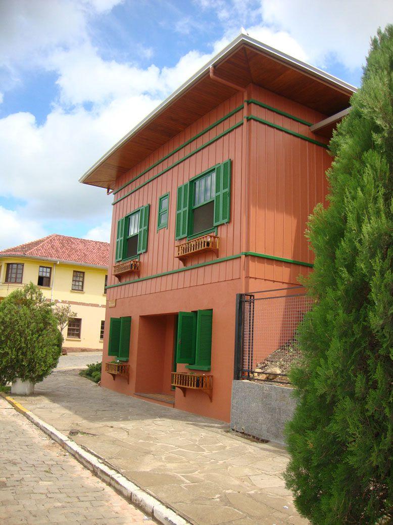 Modelo de casa colorida