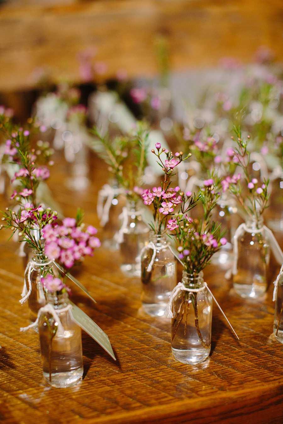 Flores no vaso como lembrancinha