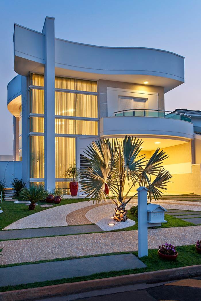 Casas grandes 54 projetos fotos e plantas para se inspirar for Fachadas contemporaneas para casas