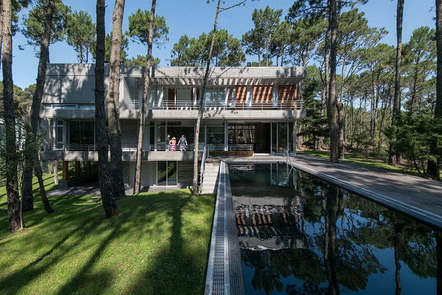 Projeto internacional com 3 andares e piscina