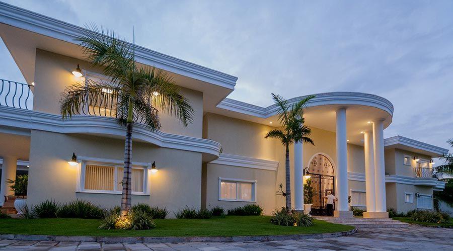 Casas grandes 54 projetos fotos e plantas para se inspirar for Foto casa classica