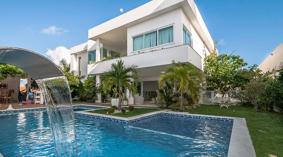 Casas grandes 54 projetos fotos e plantas para se inspirar - Fotos de casas con piscina ...