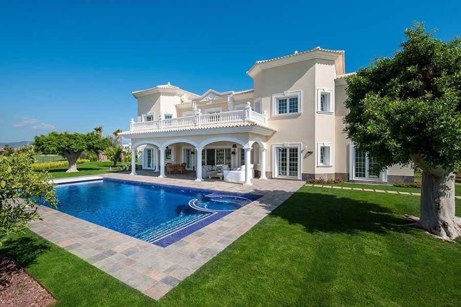 Casa grande no estilo clássico