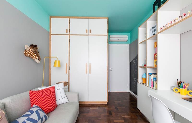 O efeito da pintura com a cor azul turquesa no teto