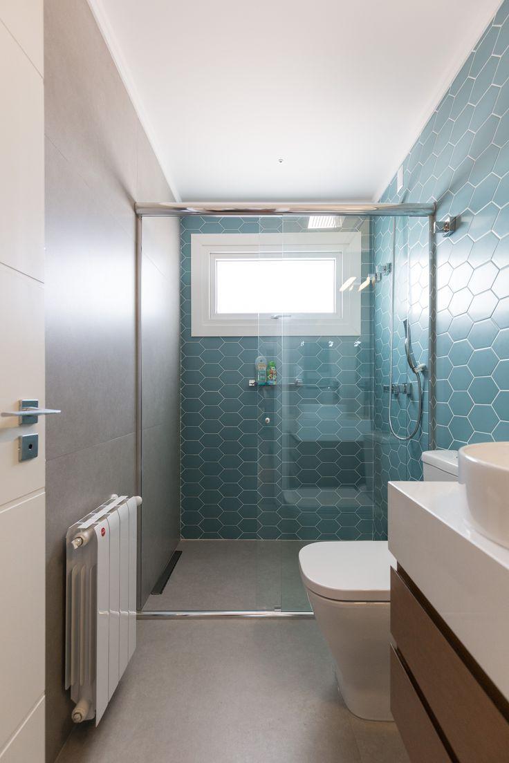 Banheiro com a cor azul turquesa