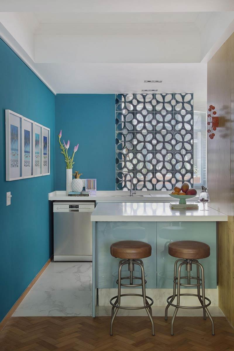 A parede azul turquesa é uma forma simples de aplicar a cor na decoração