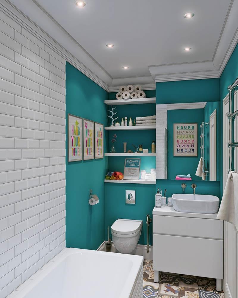 Os quadros na parede reforçam ainda mais a personalidade deste banheiro