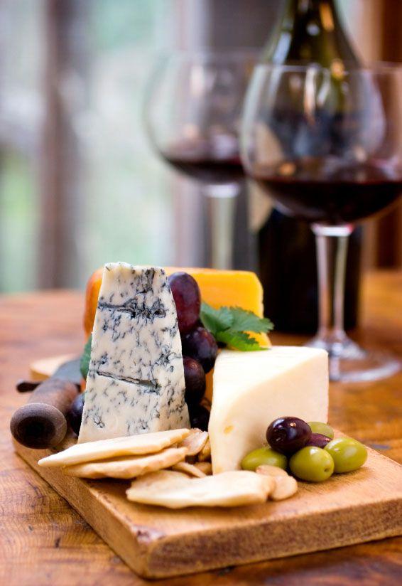 Porção com frutas e queijos